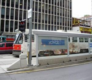 512_Streetcar_at_Yonge_Shelter