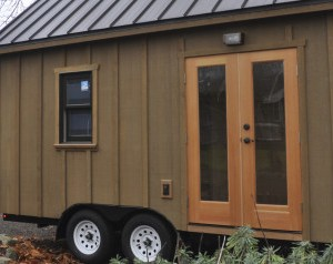 r-CALGARY-TINY-HOUSE-large570