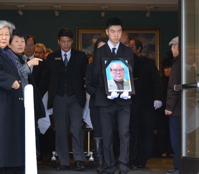 Ahn mourner