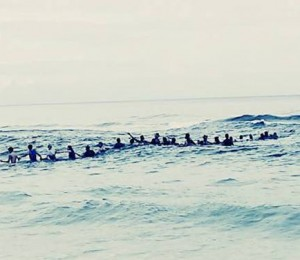 Florida beach form 80-person chain to rescue 9 family