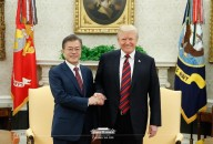 president moon and trump