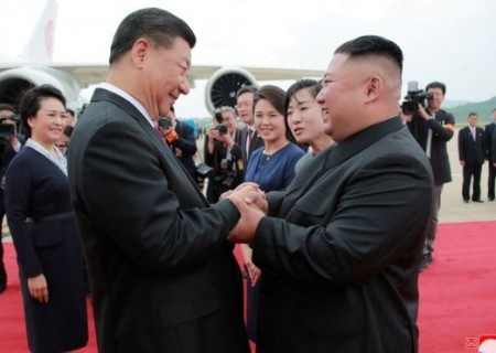 Xi Jinping and Kim Jong-un